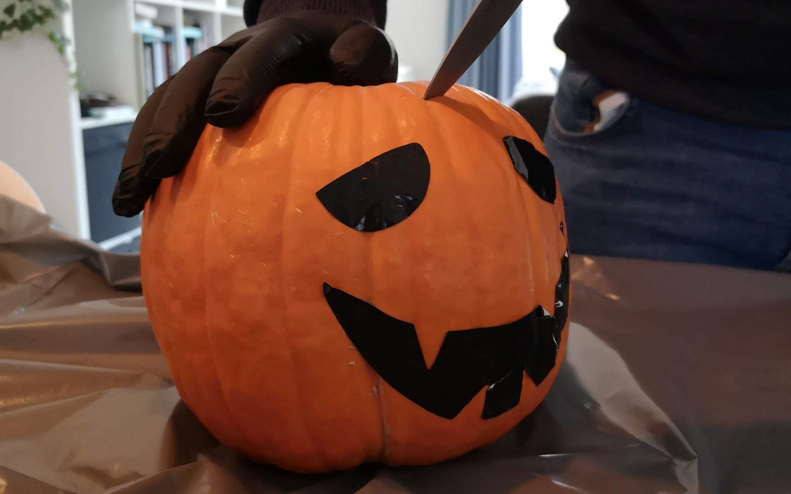 pompoen opensnijden diy halloween