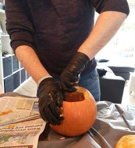 diy halloween pompoen uithollen