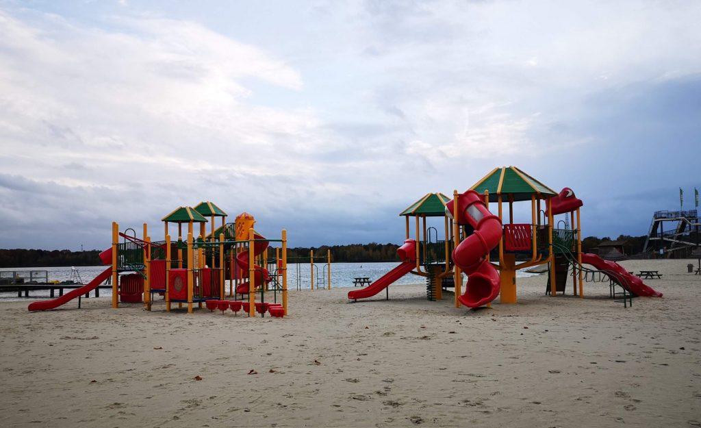 spelen op het strand speelland beekse bergen