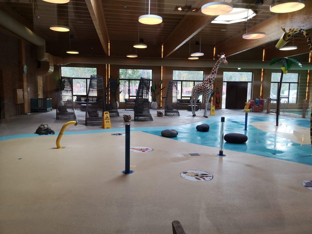 spelen zwembad safari resort